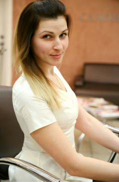 Специалист по парикмахерскому искусству и макияжу  Специализация: вечерние прически и укладки, плетение кос, прически на выпускной, наращивание волос, женские и мужские стрижки, окрашивание волос, наращивание ресниц, коррекция и окрашивание бровей, вечерний и свадебный макияж