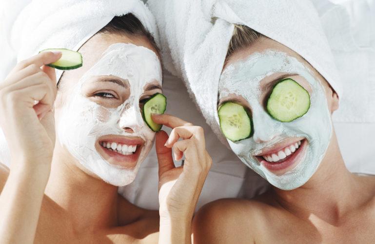 Чистка лица и пилинг осенью — советы косметолога салона